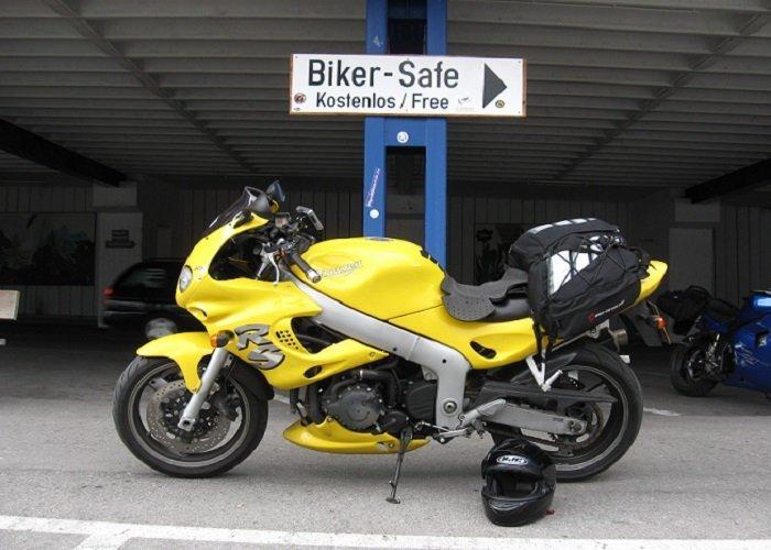 Triumph_motorcycle_Alps_tour