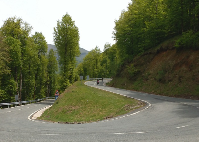 motorcycle-tour-spain_mountain-hairpin-bend
